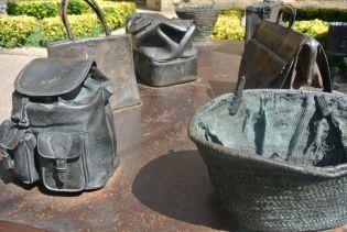 Bronze bags in Laguardia, Rioja